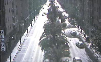 Tres carriles cortados en la avenida Doctor Peset Aleixandre de Valencia por una fuga de agua
