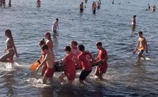 Un menor resulta herido tras lanzarse al mar en una zona prohibida del Arenal de Xàbia