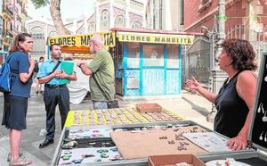 Pulso de los vendedores del mercadillo de la Lonja al Ayuntamiento de Valencia