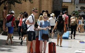 Los hoteleros destacan los 22.800 millones pagados por los turistas desde 2010