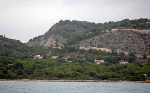 Rescatan a tres menores atrapados en una zona de rocas de Oropesa
