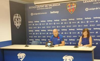 Paco López no da pistas antes del debut liguero ante el Alavés