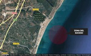 Un hombre fallece ahogado en la playa de Almenara tras quedarse enganchado en una roca