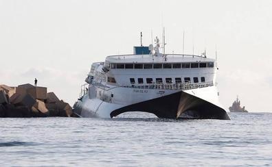 Salvamento Marítimo ha desplegado la barrera anticontaminación de manera preventiva
