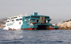 Estudian cómo reflotar el ferry encallado en Dénia tras el rescate de 400 pasajeros