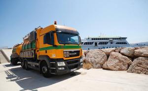 Sin fecha la retirada del ferry encallado en Dénia: «Sacar el buque es la operación más compleja»