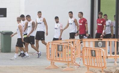 El descartado Medrán se ausenta del entrenamiento del Valencia CF