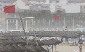 Las tormentas provocan desperfectos y obligan a cerrar numerosas playas de la Comunitat