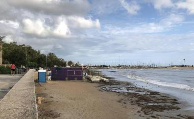 El temporal azota la costa más turística en plena temporada