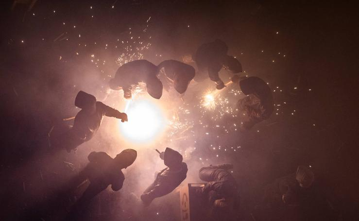 La Gran Cordà de Paterna ilumina la ciudad con 70.000 cohetes