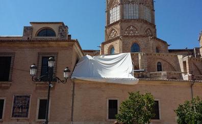La catedral sigue sin permiso para las obras tras ocho meses de poner una lona por goteras