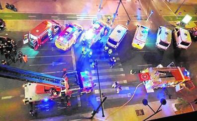 Seis heridos en el incendio de un edificio con okupas en la avenida del Puerto