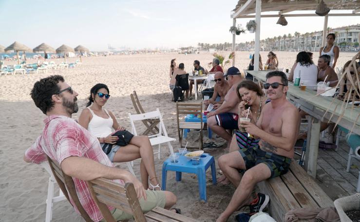 Los valencianos disfrutan del fin de semana en la Patacona