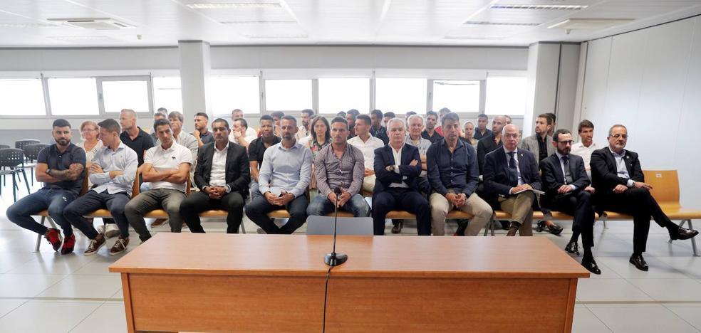 Los futbolistas reclaman la nulidad del macrojuicio por la denuncia de Tebas