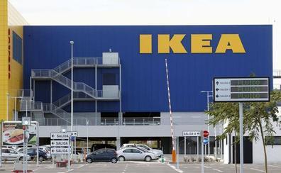 La policía evita que miles de personas jueguen al escondite en un IKEA de Glasgow