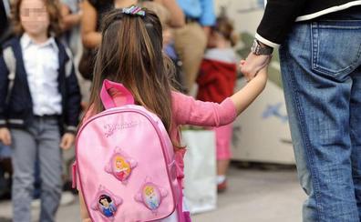 Más de 200 colegios usan planes experimentales para fulminar el castellano