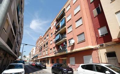 Prisión para el hombre detenido por matar de dos puñaladas a su hijo en Paterna