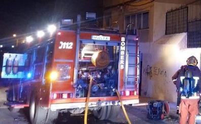 Nueve hospitalizados, entre ellos dos niños, tras arder una vivienda en Valencia