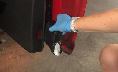 Detenidos dos hombres en Alzira con cinco kilos de cocaína ocultas en los pilotos del coche