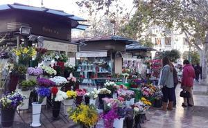Floristas y comerciantes de la plaza del Ayuntamiento, en contra de la peatonalización