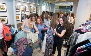 Valencianos donan 4000 prendas para el rastrillo que la Fundación Pequeño Deseo ha organizado en el Ateneo