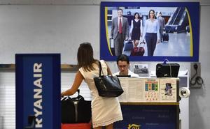 Fomento minimiza el cierre de bases de Ryanair en Canarias pero Turismo no se fía