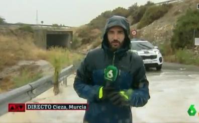 El servicio de emergencias de Murcia acusa a 'Al Rojo Vivo' de poner en riesgo a un reportero
