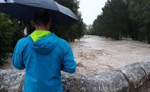El desbordamiento de los ríos Clariano y Cànyoles inunda casas y arrastra coches en Ontinyent y Moixent