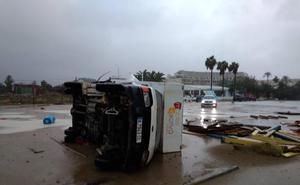 Las tormentas en Alicante provocan que 18 vuelos se desvíen de l'Altet y Aemet amplía la alerta roja a toda Valencia