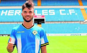 Álvaro Pérez no está para quejarse: «Mientras juegue, estoy cómodo donde sea»