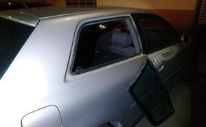 Roba en un coche en Torrent tras desmontar una de las ventanillas