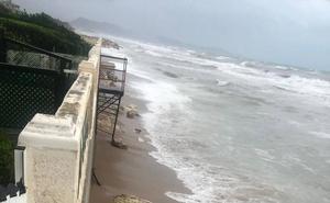 El temporal se ceba con La Goleta de Tavernes y acaba con los 1.800 metros de arena aportados en abril