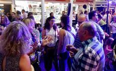 Los valencianos acuden a la fiesta de los mercados