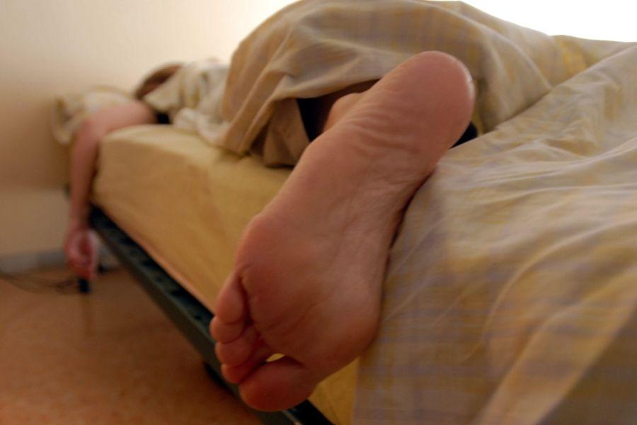 500 dólares de multa por quedarse a dormir en la cama de una señora pensándose que era la suya