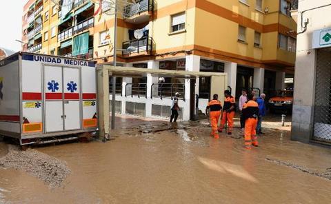 Las tormentas anegan calles de Madrid y provocan el corte de la A-3