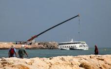 Baleària y Ardentia Marine inician el desmontaje por secciones del ferry encallado en Dénia