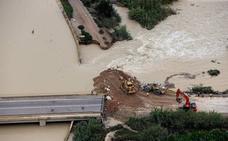 Los 20.000 vecinos de Almoradí siguen sin agua potable cinco días después de la gota fría