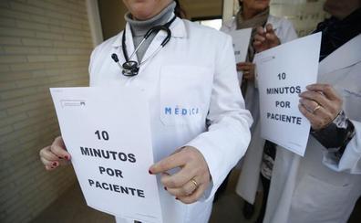 La Comunitat pierde 400 médicos especialistas por la precariedad laboral