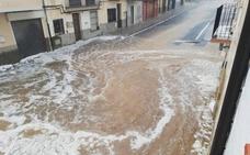 Tormenta de granizo y 70 litros en dos horas en el interior de Castellón y 30º en Valencia