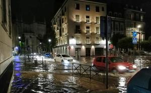 Una tromba de treinta litros inunda calles, garajes, comercios y túneles en Valladolid
