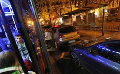 El Ayuntamiento prohibirá fumar en las paradas de la EMT de Valencia