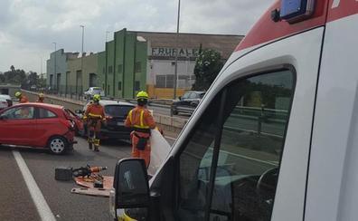 Un accidente múltiple con heridos corta la CV-36 y colapsa la salida de Valencia y el acceso a la V-30
