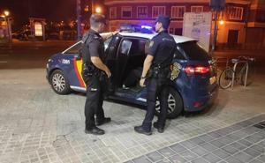 La policía detiene a un joven tras quemar varios contenedores en Valencia