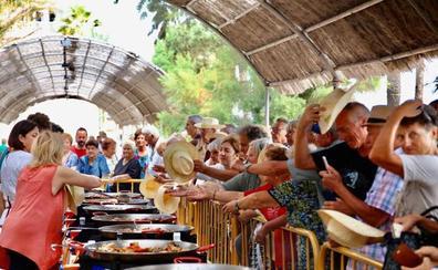 Miles de personas participan en el World Paella Day de Cullera