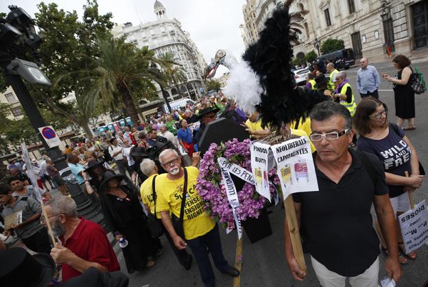 Los pensionistas salen a la calle en Valencia contra «la muerte de las pensiones»
