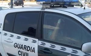 La Guardia Civil detiene a un septuagenario cuando robaba con «desparpajo y agilidad atípicos» en el interior de un vehículo en Calpe
