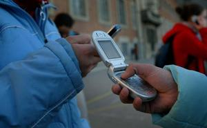 La Comunidad de Madrid prohibirá los móviles en los colegios públicos
