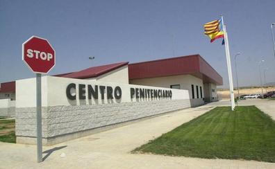 Un preso «muy peligroso» de la cárcel de Villena prende fuego a su celda y agrede a tres funcionarios