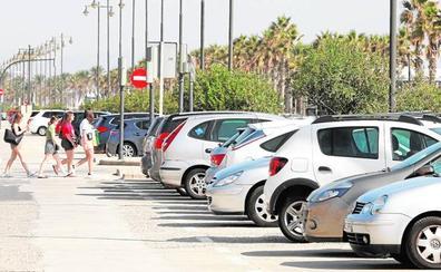 Los hosteleros denuncian una oleada de robos en coches en el paseo marítimo