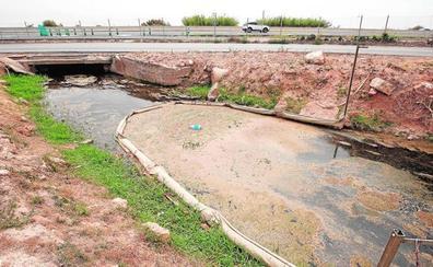 La Generalitat estudia desviar acequias para evitar el cierre de playas por aguas fecales